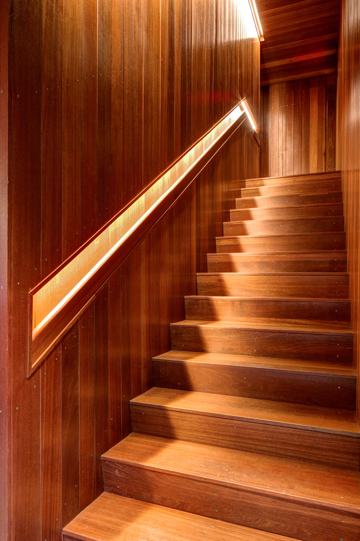 Wooden stairs of the American Cut Bar & Grill project located at 495 Sylvan Avenue in Englewood Cliffs, New Jersey designed by the architecture studio Danny Forster & Architecture