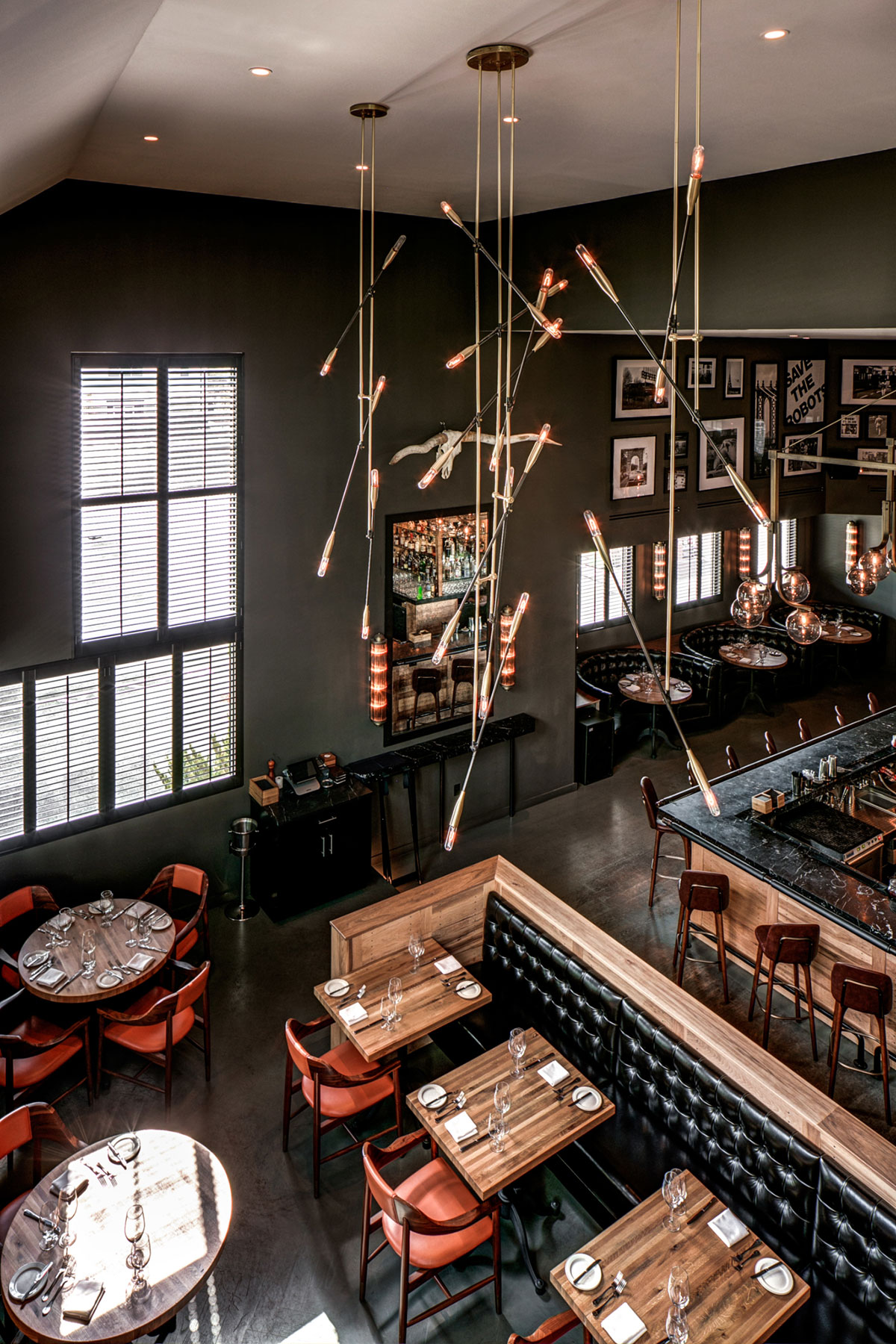 Light fixture of the double height dining area of the American Cut Bar & Grill project located at 495 Sylvan Avenue in Englewood Cliffs, New Jersey designed by the architecture studio Danny Forster & Architecture