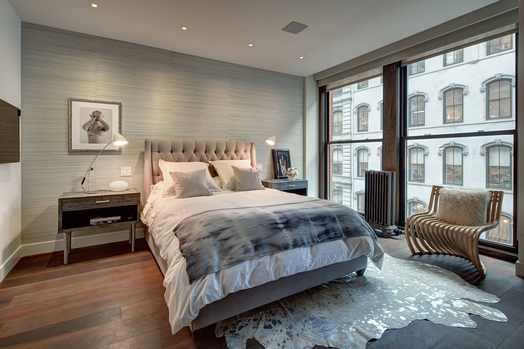 Guest bedroom of the loft renovation project in Union Square, New York City designed by the architecture studio Danny Forster & Architecture